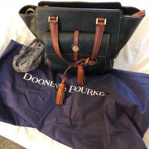 Dooney & Bourke Black Bag!! Beautiful!!